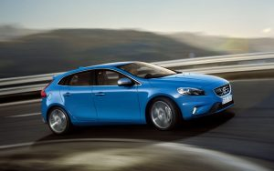 2013-Volvo-V40-R-Design-Right-Angle-Driving-1024x640