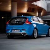 2013-Volvo-V40-R-Design-Right-Rear-Angle-Driving-1024x640