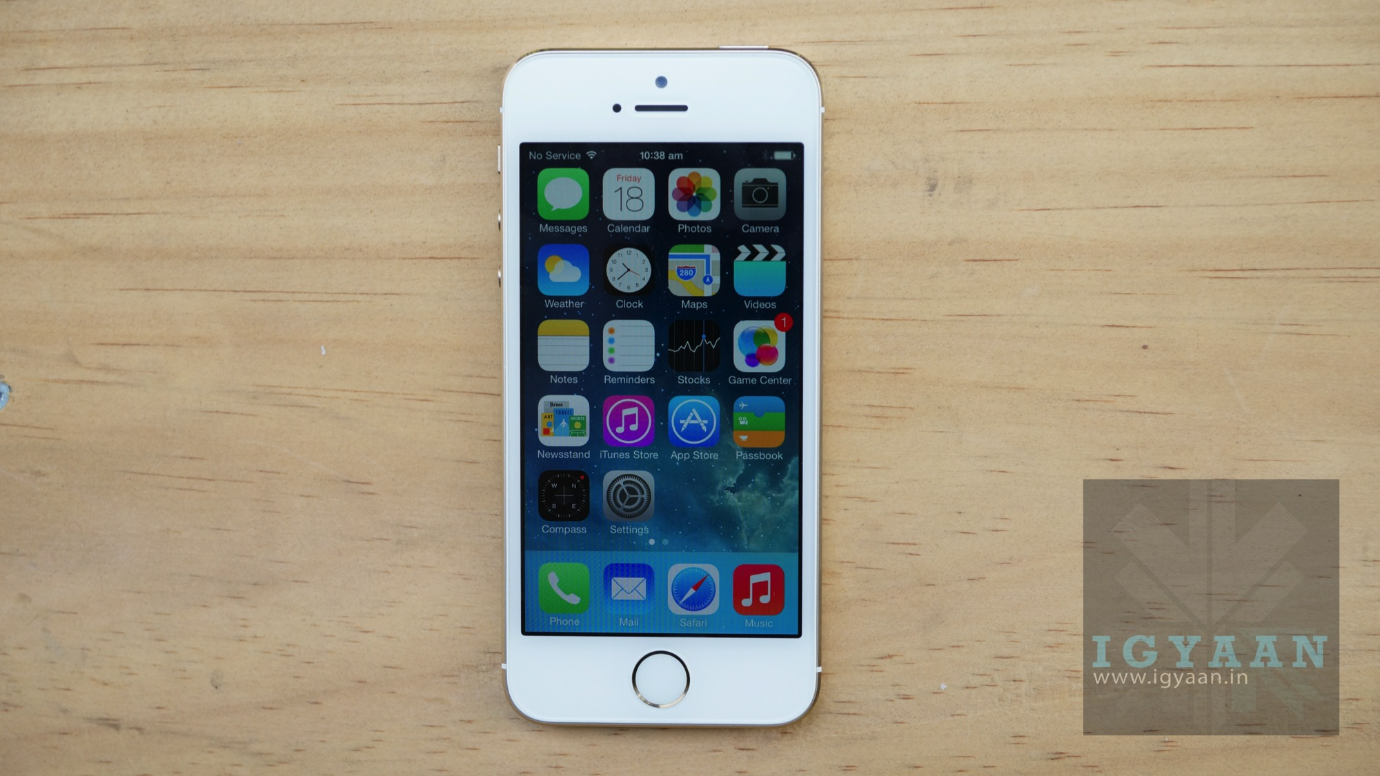 White iphone 5s gold