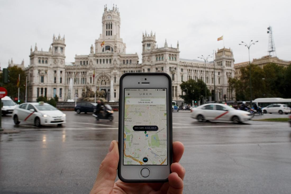 MADRID, SPAIN - OCTOBER 14: In this photo illustration the new smart phone taxi app 'Uber' shows how to select a pick up location at Cibeles Square on October 14, 2014 in Madrid, Spain. 'Uber' application started to operate in Madrid last September despite Taxi drivers claim it is an illegal activity and its drivers currently operate without a license. 'Uber' is an American based company which is quickly expanding to some of the main cities from around the world. (Photo by Pablo Blazquez Dominguez/Getty Images)